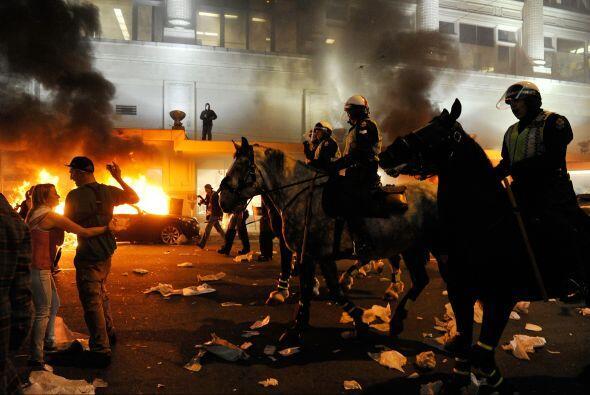 La policía antidisturbios llegó para restaurar el orden en las calles cé...