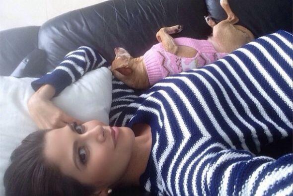 """""""Descansando con mis amores"""", mostró Anita. (Noviembre 18, 2014)"""