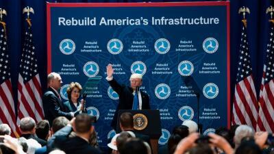 Trump en la presentación del plan de infraestructura ante el Departament...