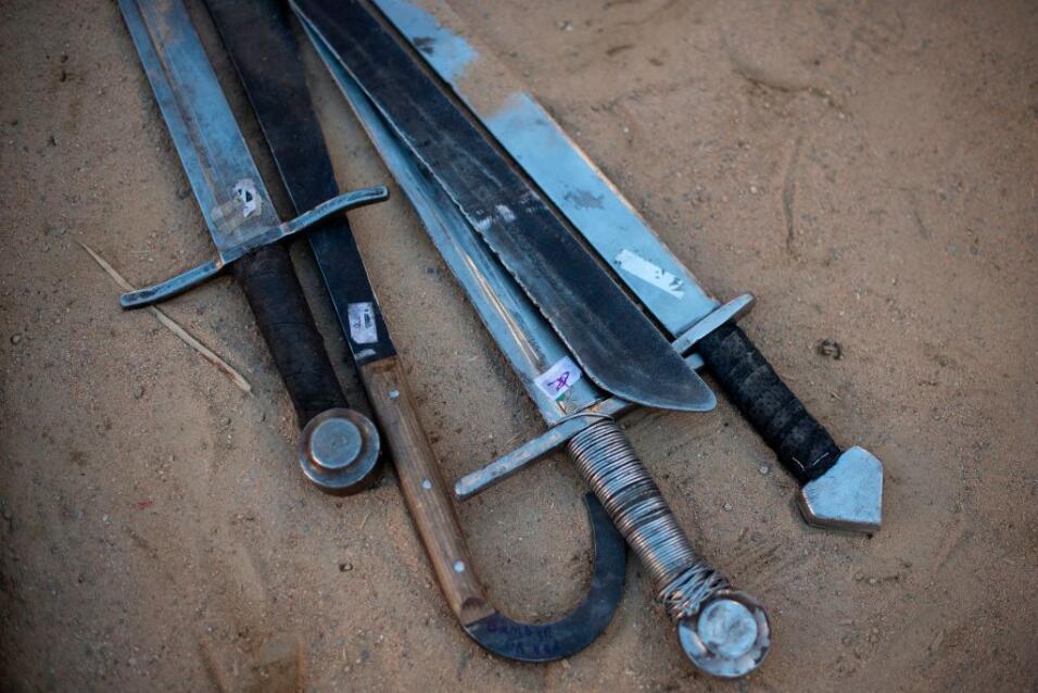 Mayores de edad podrán portar espadas y machetes en públic...