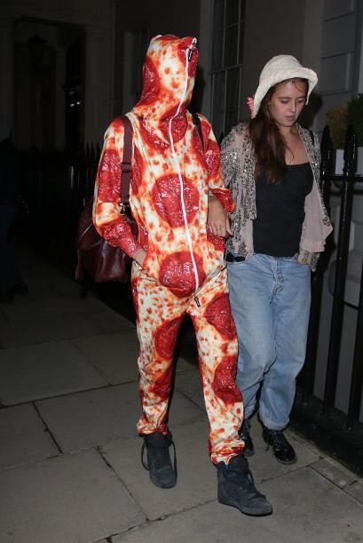 Hay que tener estómago para ir a una fiesta con un traje de pizza pepper...