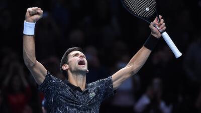 Novak Djokovic derrotó con facilidad a John Isner en su debut en las Finales de la ATP