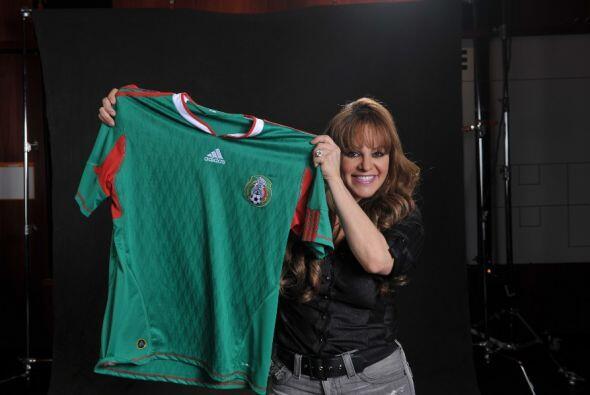 Jenni vivía orgullosa de sus raíces mexicanas y eso lo demostraba cada v...