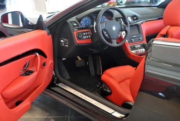 El interior refleja la exquisita mano de obra de Pininfarina.