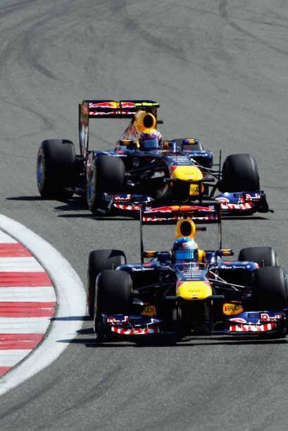 En las últimas vueltas Webber superó a Alonso y se colocó detrás de Vettel.