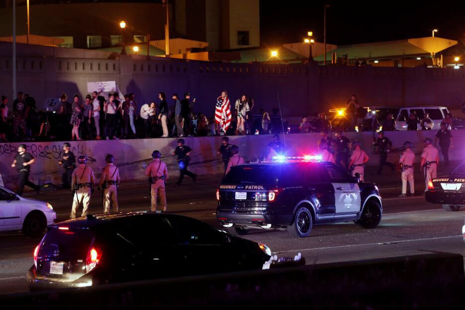 Actvistas en Los Ángeles participaron en protestas en contra de la victo...