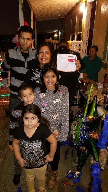 Familias latinas pasaron unas felices posadas 20161215_171445.jpg