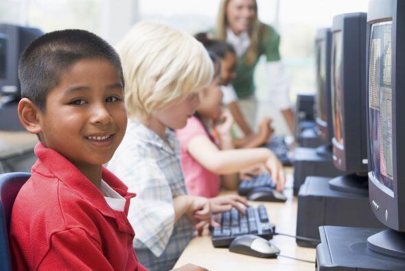 Aunque los padres saben que el aprender bien dos idiomas les abrirá a su...