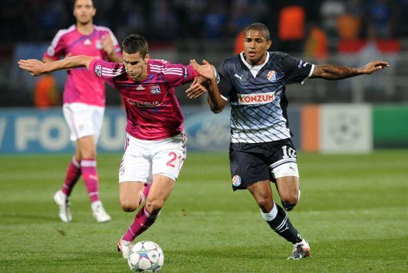 En otro de los partidos, Lyon superó al Dinamo Zagreb 2 a 0.