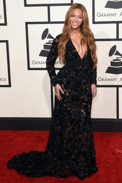 ¿Qué tratará de ocultar Beyoncé con ese vestido? Porque últimamente la s...