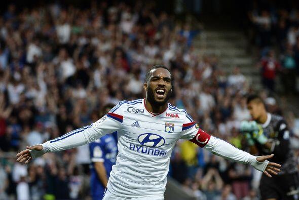 Por su parte en la Ligue 1, el máximo rompe redes fue Alexandre Lacazett...