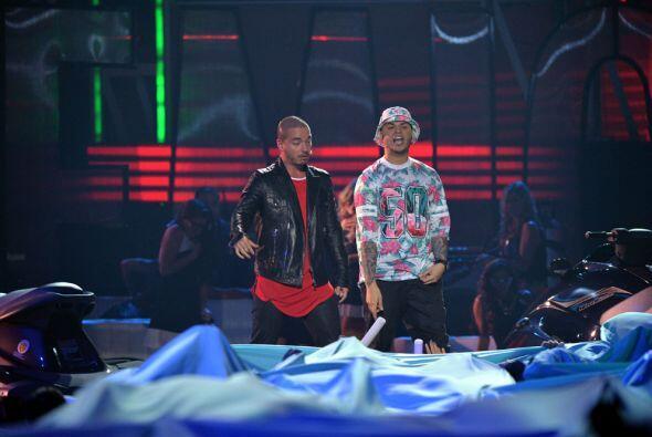 J Balvin y Farruko hicieron vibrar el escenario de Premios Juventud.
