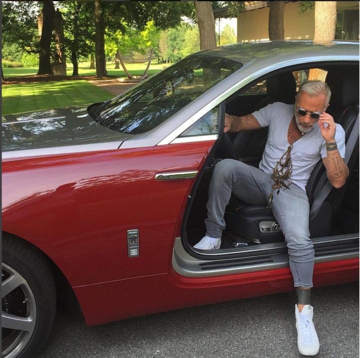 Gianluca Vacchi no paga y se queda sin yate, villas y campo de golf Scre...