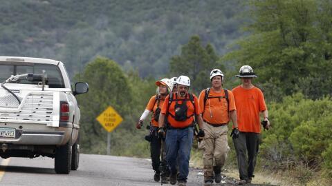 Grupos de rescate trabajaron este fin de semana tras los deslaves por la...