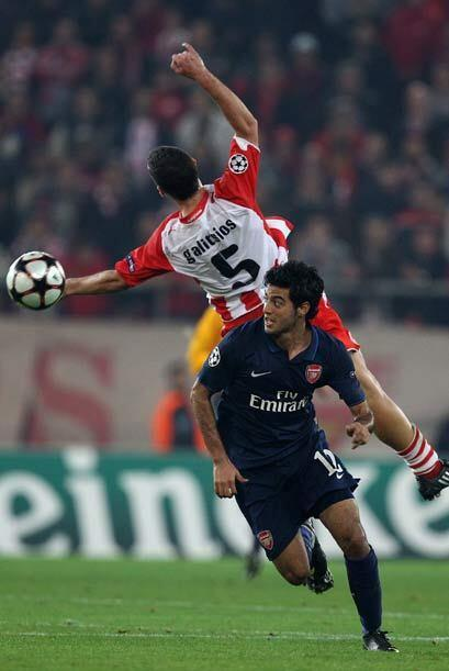 Carlos Vela fue uno de los titulares del Arsenal, que compensó su falta...