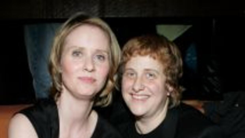 Cynthia Nixon se casó con su pareja Christine Marinoni el domingo 27 de...