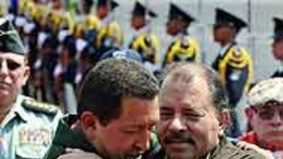 Hugo Chávez y Daniel Ortega se reunieron en Managua, y firmaron varios p...