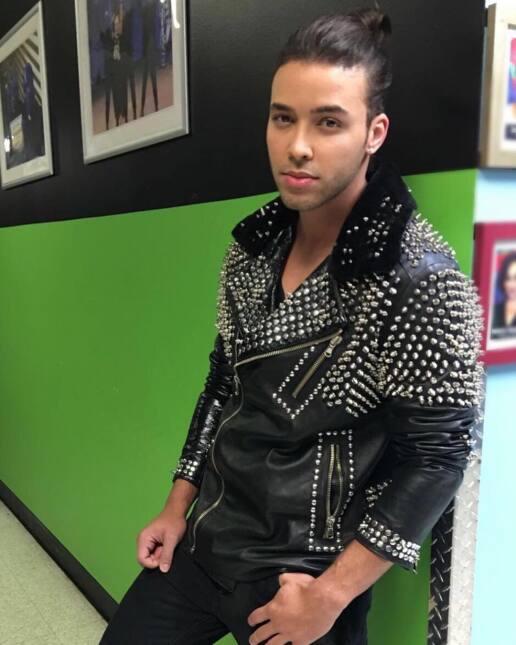 Prince Royce cambió de look.