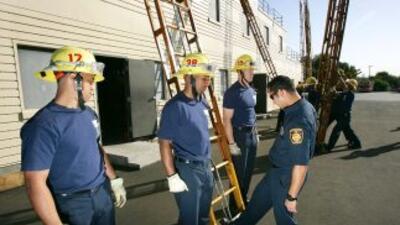 Departamento de Bomberos de Los Ángeles investigado por sus políticas in...