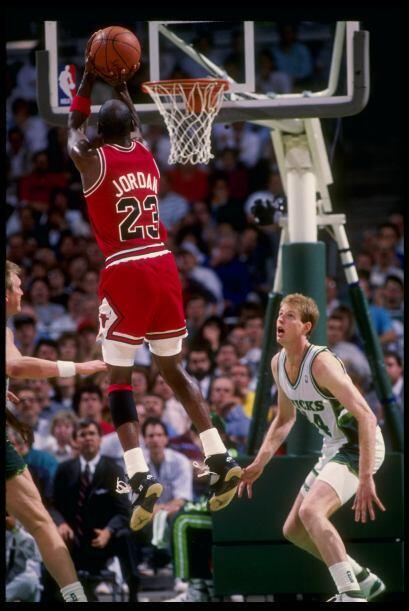 TOTAL DE ANOTACIONES - Michael Jordan 32,292 - Kobe Bryant 32,262