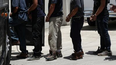 Menos de dos minutos por caso: así son los juicios masivos de inmigrantes indocumentados en California