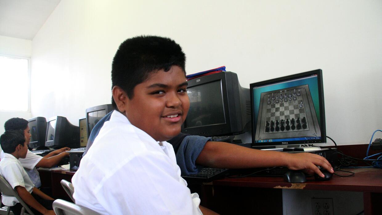 Para Alex Luna el proceso de adaptación a una escuela de México ha sido...
