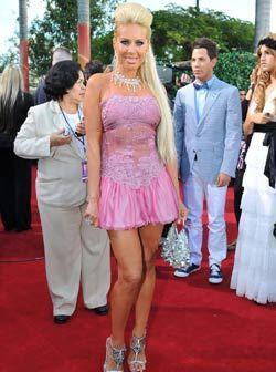 Lorena Herrera no sólo cautivo por el mini vestido, sino por ser una de...