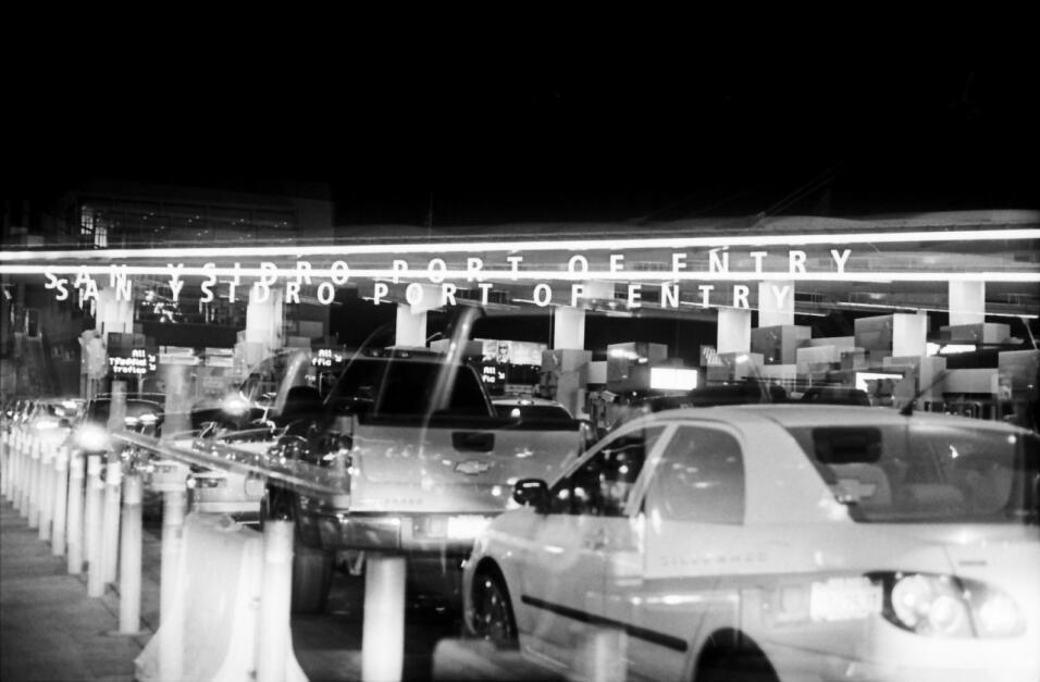 Una foto de la agitada garita fronteriza de San Ysidro, la más transitad...