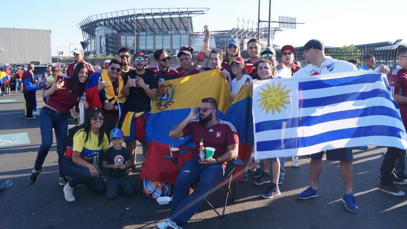 Fanáticos de Uruguay y Venezuela llenaron de fiesta Filadelfia en...