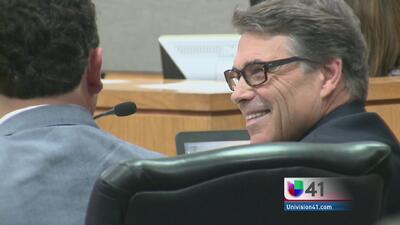 Rick Perry se presentó a su primera audiencia en corte