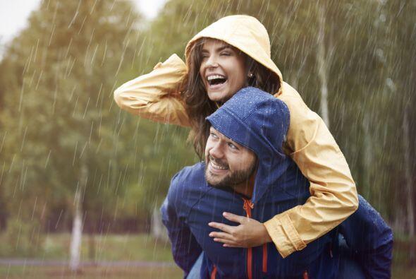 Por eso las relaciones se deben revitalizar constantemente. Reír con tu...