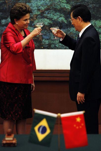 Dilma Rousseff continuó su viaje en la isla suroriental de Hainan, donde...