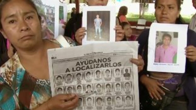 Desesperados, padres de 43 jóvenes desaparecidos en Guerrero, México