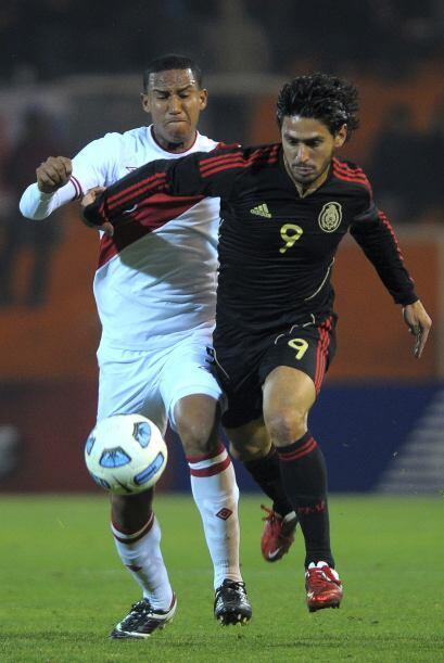 Rafael Márquez Lugo, único delantero nominal, estaba muy lejos de sus co...