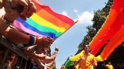 Bajo extremas medidas de seguridad se lleva a cabo el desfile del orgull...
