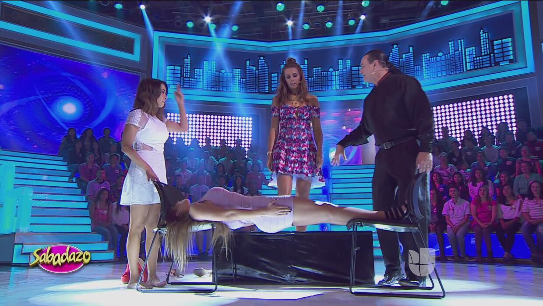 Cecilia se paró encima del abdomen de Gomita