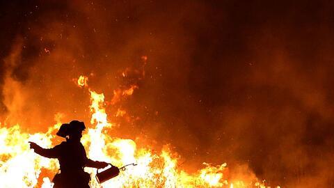 Gobernador de Florida ordena evacuación obligatoria por incendios para 2...