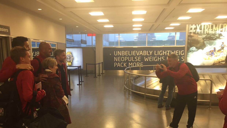 Bastian Schweinsteiger en el aeropuerto de Toronto como fotógrafo