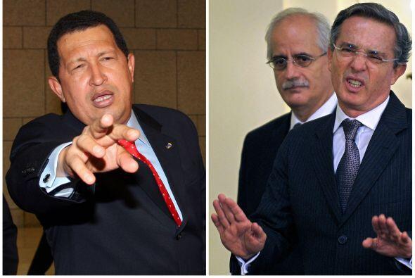 """El ex presidente colombiano Álvaro Uribe llamó """"cobarde"""" al mandatario v..."""