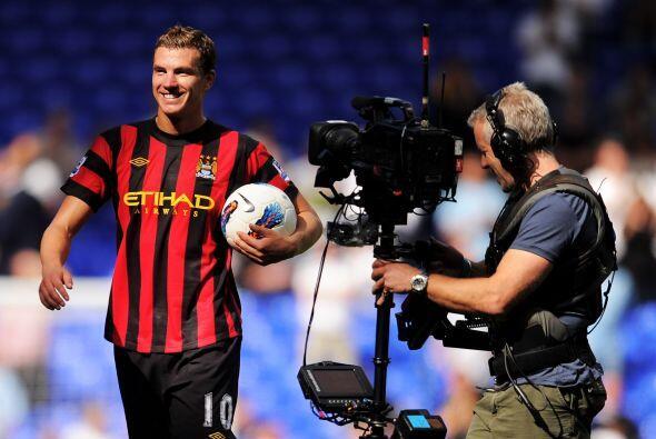 Y no todos los días un futbolista mete cuatro goles, como lo hizo Edin D...