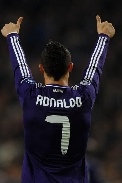 Luego en la temporada 2010-2011, Ronaldo registró un total de 53...