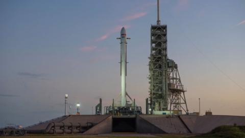 SpaceX anunció que no lanzaría Zuma el viernes como estaba...