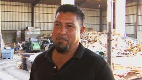 La historia del único hispano con una empresa de reciclaje en Dallas