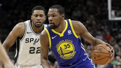 Kevin Durant fue el líder anotador de los Warriors en el Juego 3...