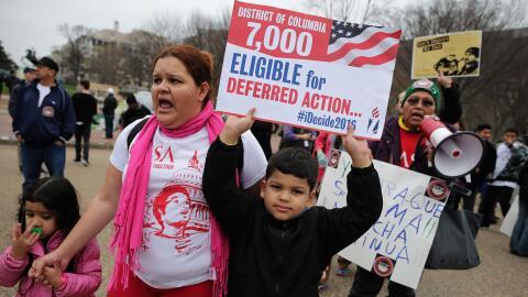 Inmigrantes indocumentados piden a la Corte Suprema de Justicia que acti...