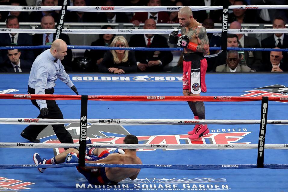 Mayweather aseguró que se dejó ganar rounds ante McGregor para hacerlo v...