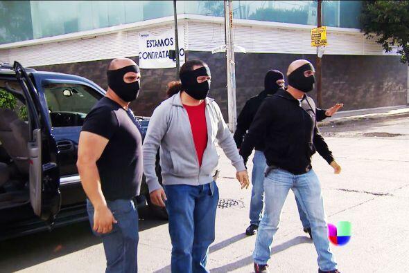 Después de que la salvó de un intento de secuestro, Salvador Cruz se met...