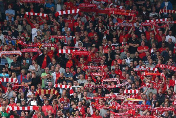 Los fanáticos de los 'Reds' se dieron cita en Anfield para apoyar a sus...