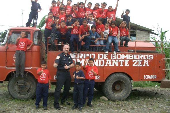 Gracias a su labor con la fundación, bomberos de Paraguay y Filipinas, e...