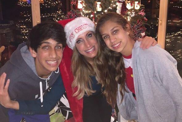 Lili con sus hijos Lina y Lorenzo.